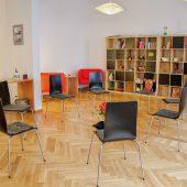 Seminarraum mit Stuhlkreis
